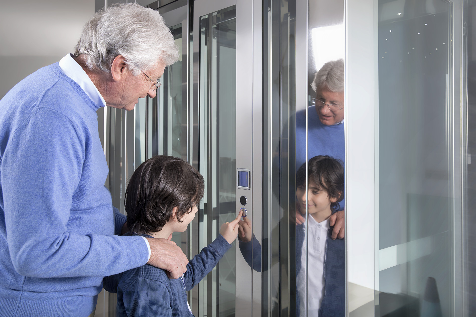 Le piattaforme elevatrici la soluzione per anziani diversamente abili e non solo